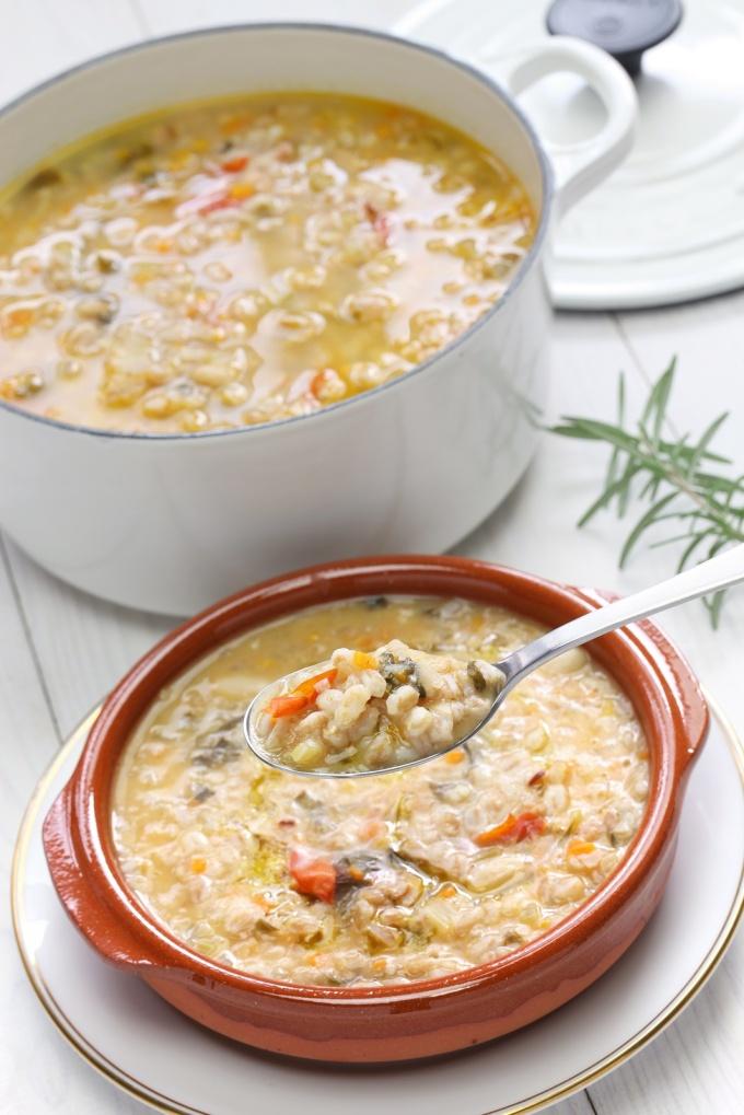 spelt soup, farro soup, italian cuisine